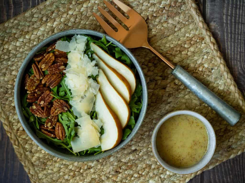 Pear and pecan salad