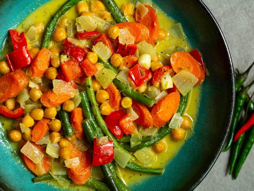 closeup of thai green curry